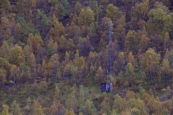 Den gamle Norkring-masten nær Ångardsvatnet er ikke så lett å få øye på i terrenget, i hvert fall ikke fra litt avstand.