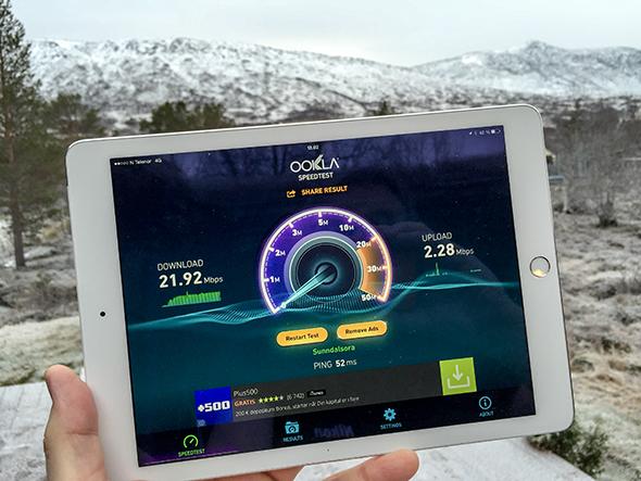 4G-HASTIGHET: Endelig kunne vi måle god 4G-hastighet ute på hytteverandaen i Storlidalen. (Foto: Toralv Østvang)