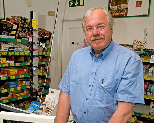 VINTERFERIE-ÅPNINGSTIDER: Kjøpmann Odd Inge Sliper holder Lønset Handel åpen lenger i vinterferien.
