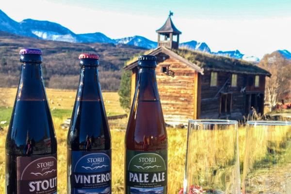Mikrobryggeriet på Storli Gard kan nå tilby tre typer øl, Stout, Vinterøl og Pale Ale. (Foto: Wenche Storli)