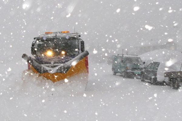 BRØYTE-INFO: Når kommer brøytebilen? Heretter finner man svar på det spørsmålet på Facebook-siden «Brøyting Storlidalsvegen, FV511». (Arkivfoto: Toralv Østvang)