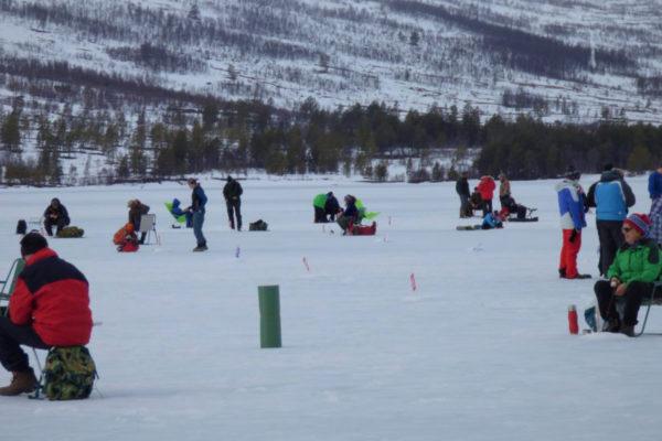 Isfiske-konkurranse på Ångardsvatnet påska 2018